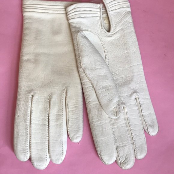 856255cf1 Vintage light cream washable leather gloves. M_5bf46fe2129955d22ccd70d9